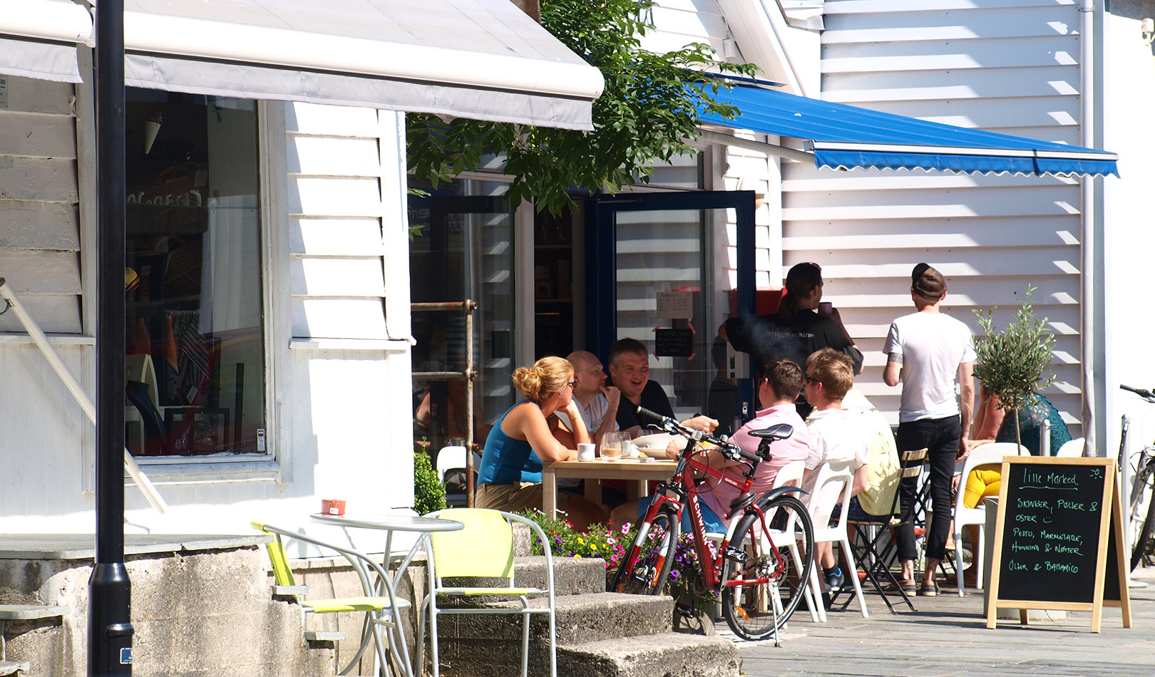 Café and people sitting in the sun in Florø.