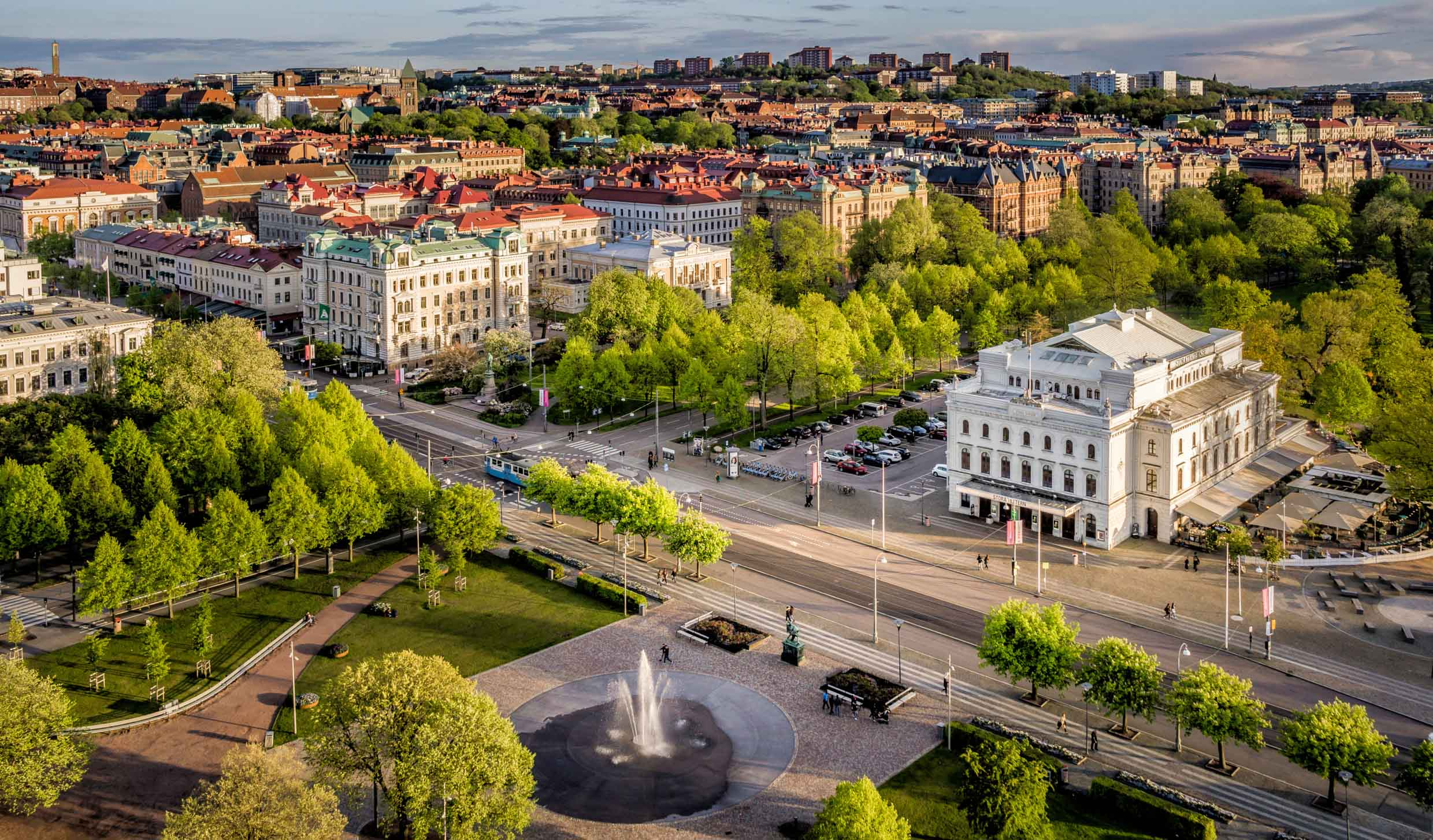 In the foreground this image features Stora Teatern ('The Big Theatre') situated in Kungsparken, Gothenburg.