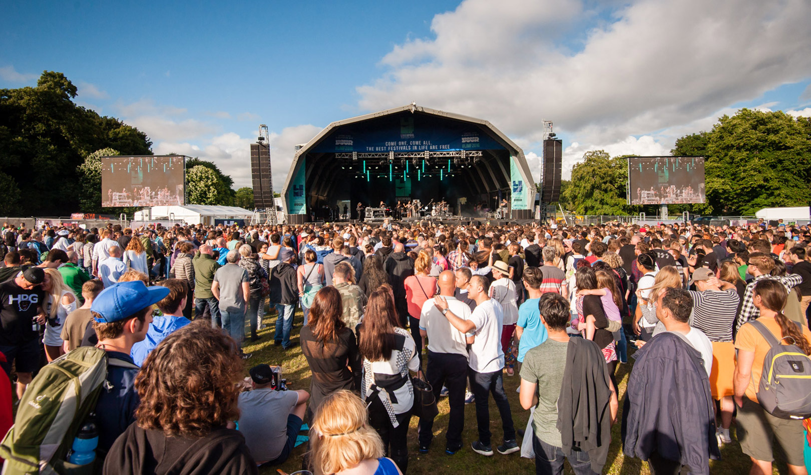Audience and stage at the LIMF2016 Liverpool festival on a Pete Carr concert.
